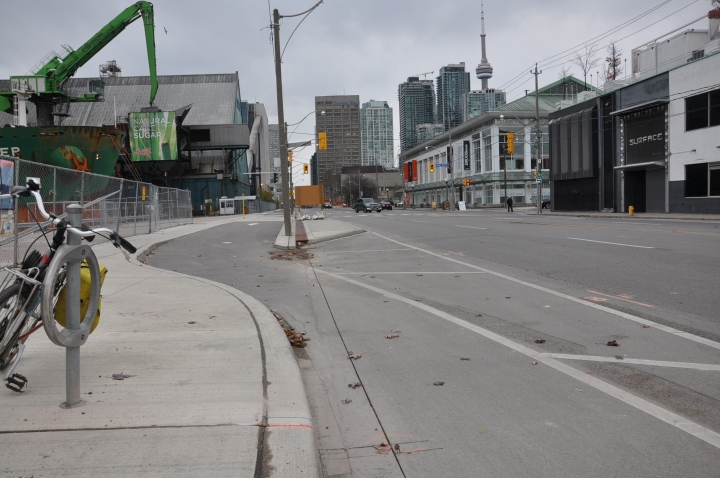 Perfectly smooth transition from bicycle path to bicycle lane - Queens Quay Blvd, Toronto